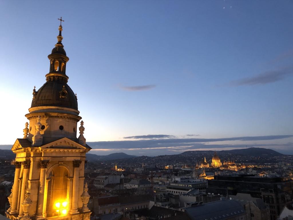 聖イシュトヴァーン大聖堂の展望台と夜景