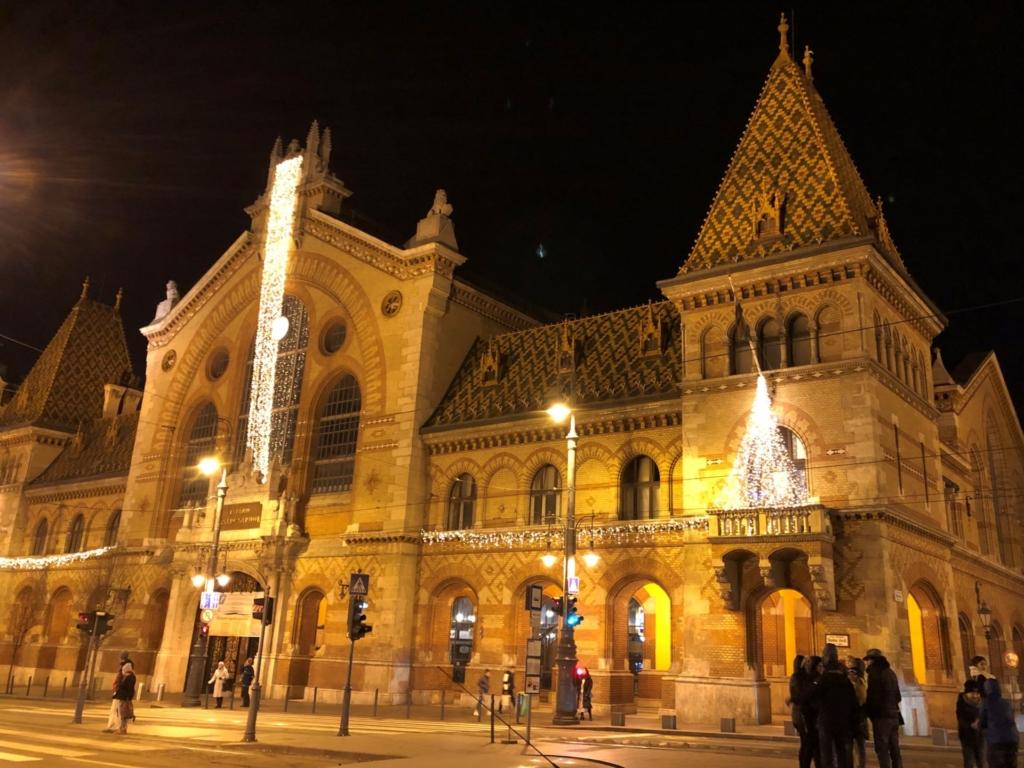 ブダペスト中央市場の夜景