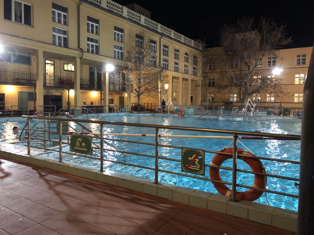 ブダペスト、ルカーチ温泉St. Lukács Thermal Bathsの温泉プール