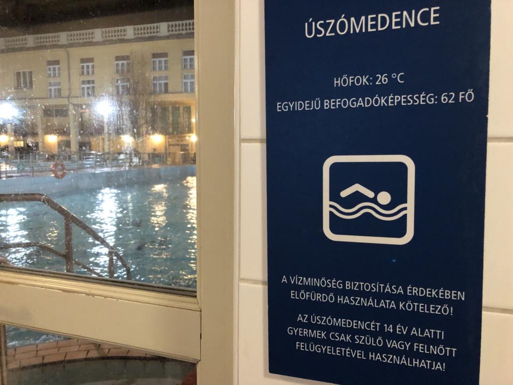 ブダペスト、ルカーチ温泉St. Lukács Thermal Bathsの館内図26℃のプール