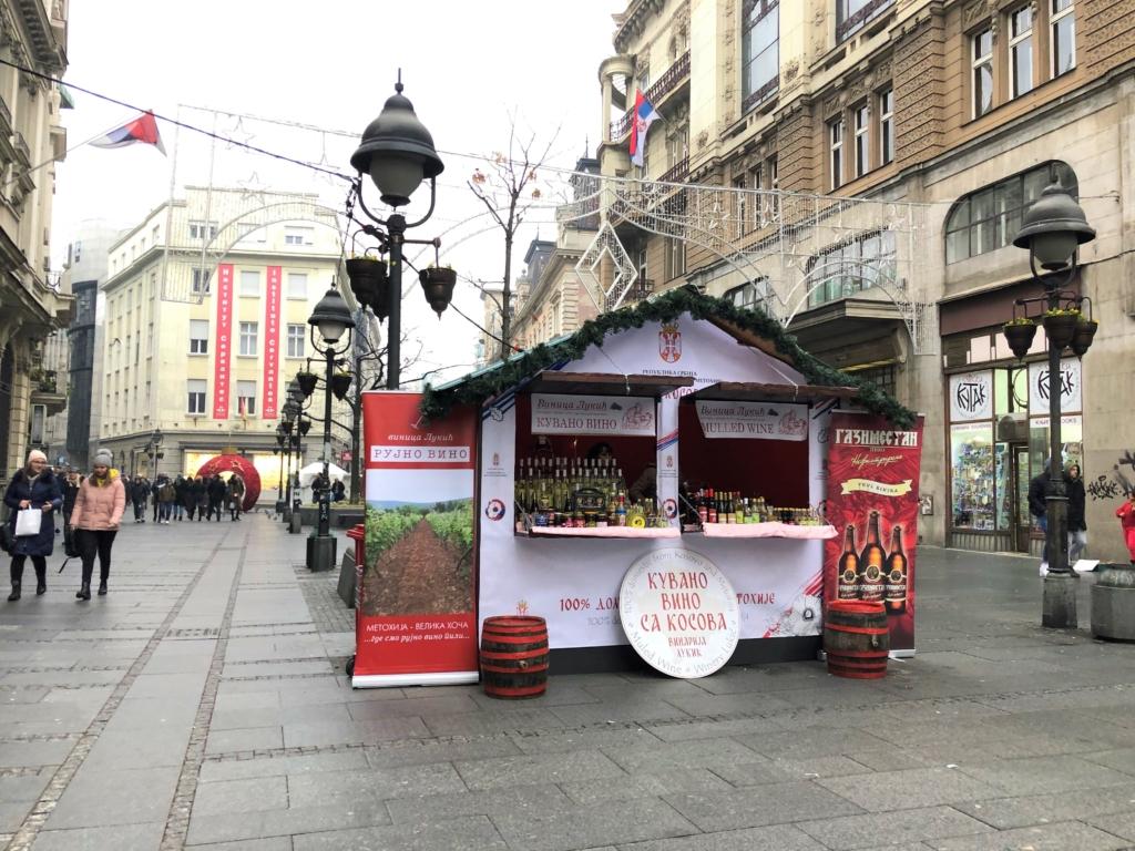 ベオグラードのクリスマスのお酒の屋台