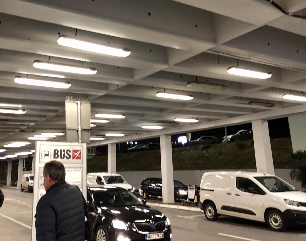 セルビア、ベオグラード空港のバス乗り場