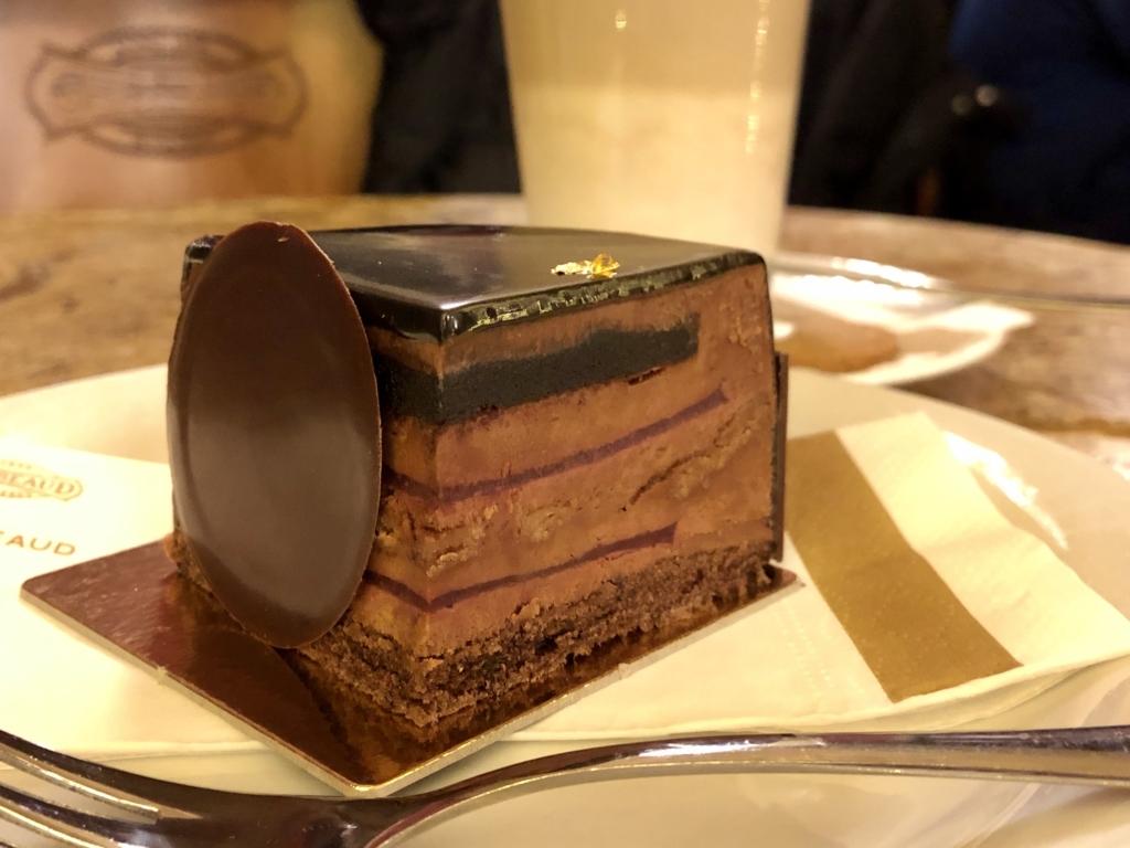 ハンガリー、カフェ・ジェルボーのチョコレートケーキ