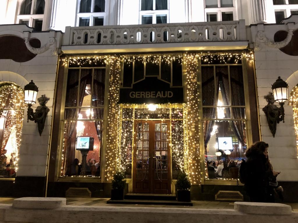 カフェ・ジェルボーCafé Gerbeaudの入り口
