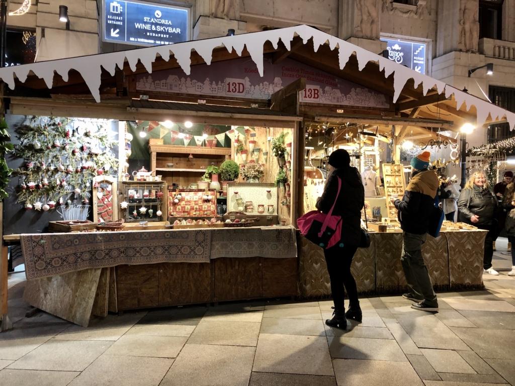 ブダペストのクリスマスマーケットの屋台