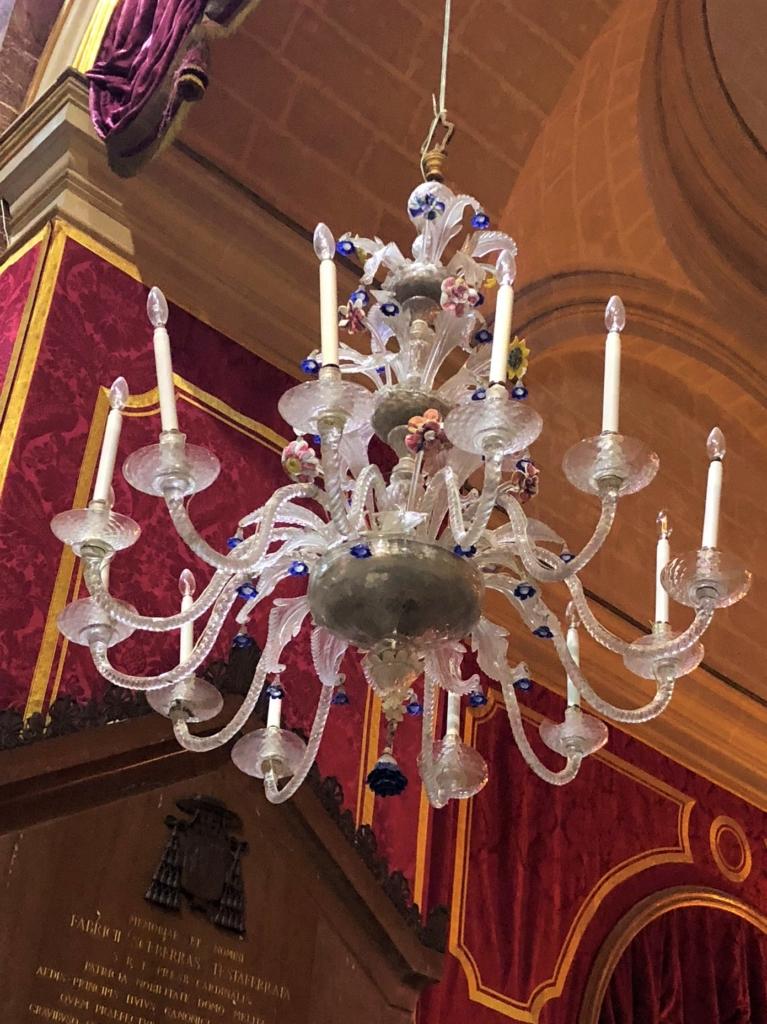 マルタ、イムディーナの聖パウロ大聖堂(The Cathedral)のガラスのシャンデリア