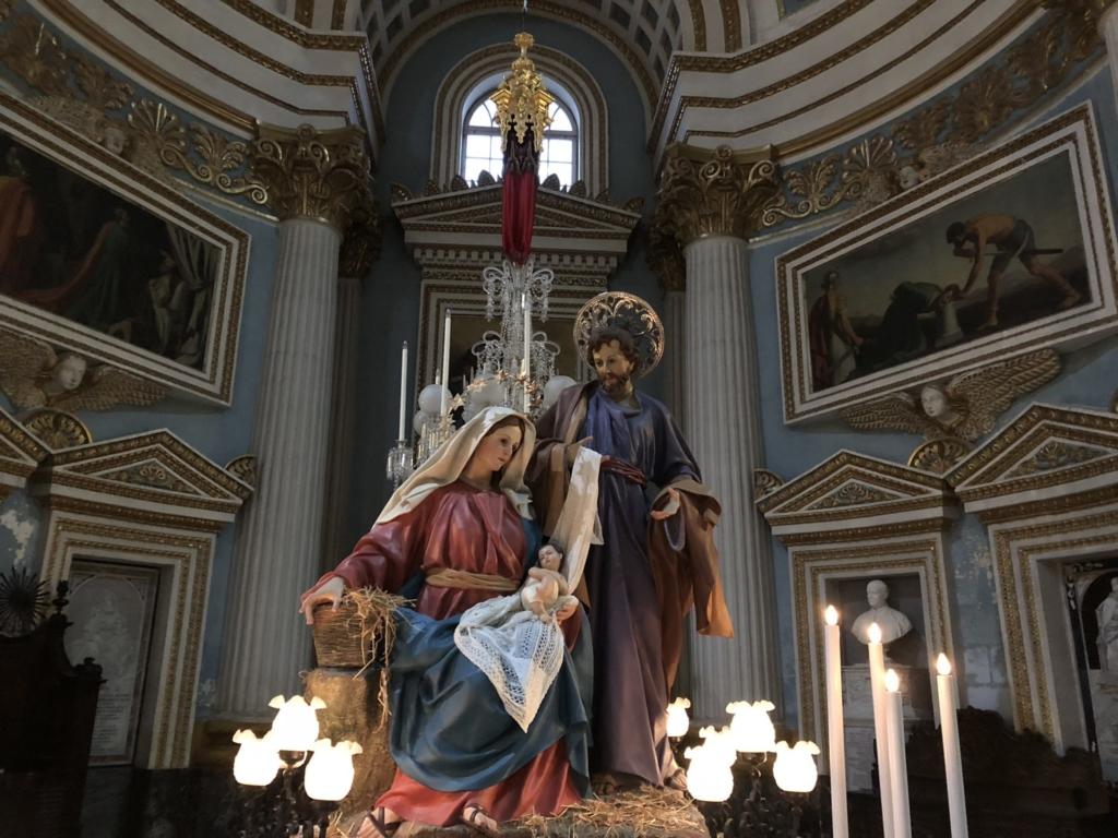 マルタの教会、モスタ・ロチュンダのキリストとマリア像