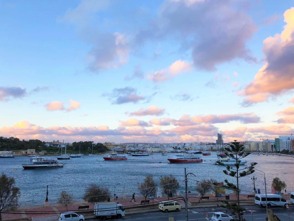 スリーマの海と船