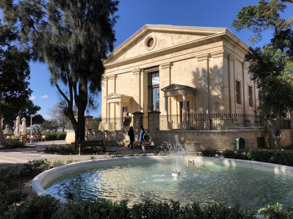 マルタの観光スポット、アッパー・バラッカ・ガーデン(Upper Barrakka Gardens)