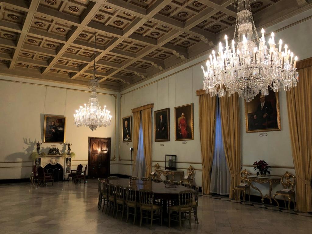 マルタ騎士団長の宮殿(Grand Masters Palace)のシャンデリア