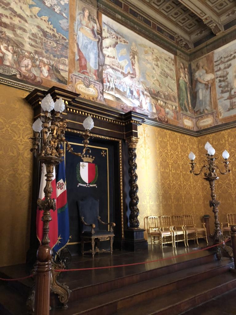 マルタ騎士団長の宮殿(Grand Masters Palace)の騎士団長の玉座