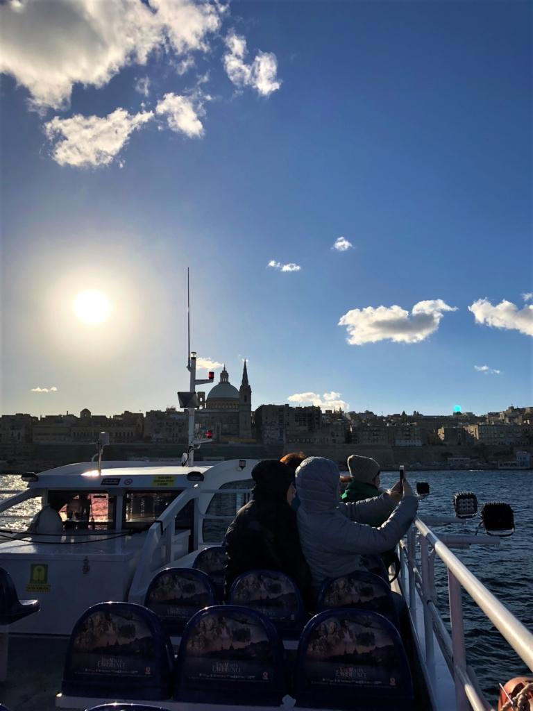 スリーマとバレッタをつなぐ船の船上