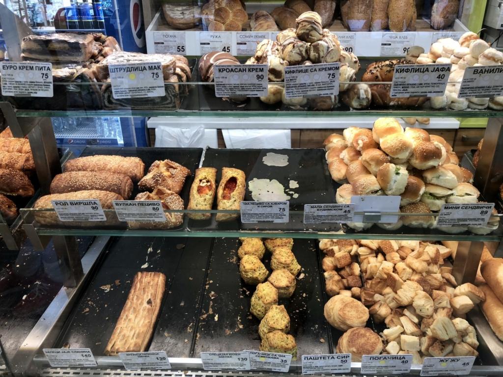 ベオグラードのパン屋のおかずパン