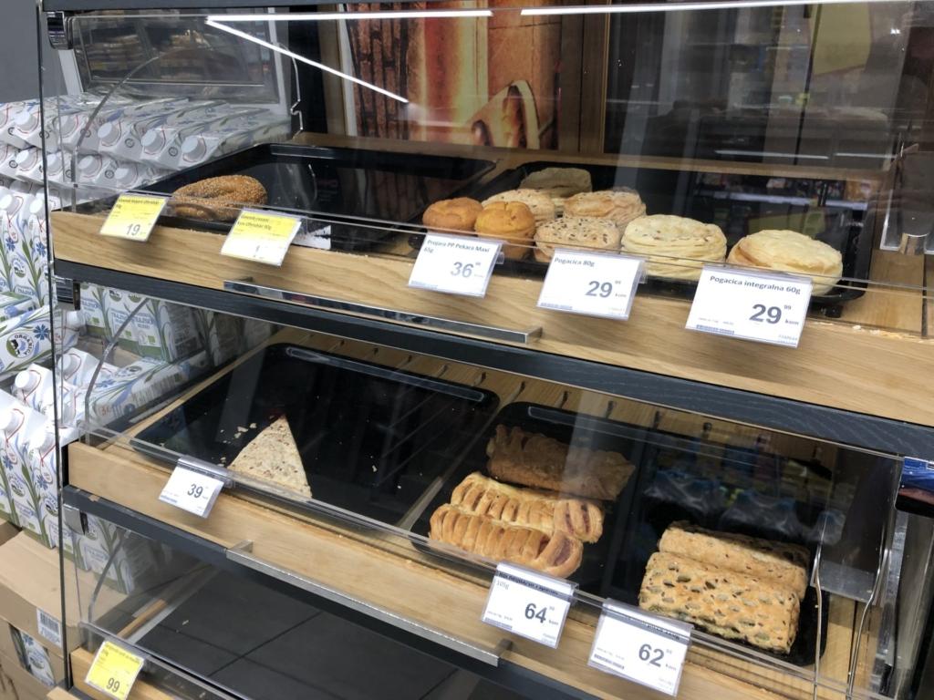 ベオグラードのスーパーのパン