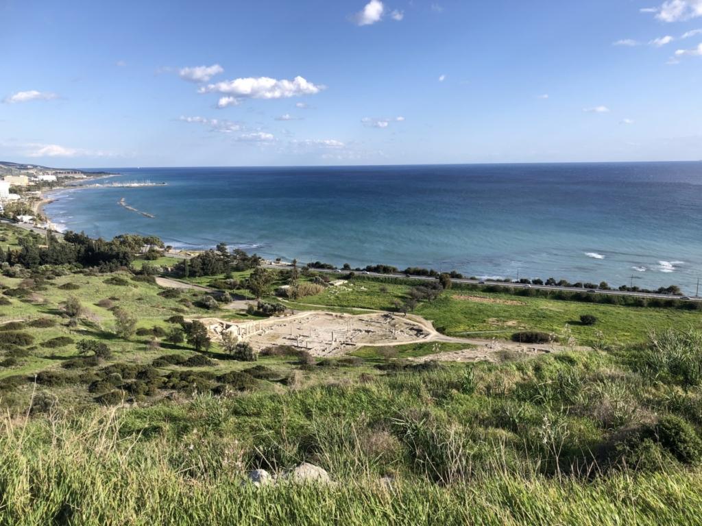 キプロスの丘から見る海
