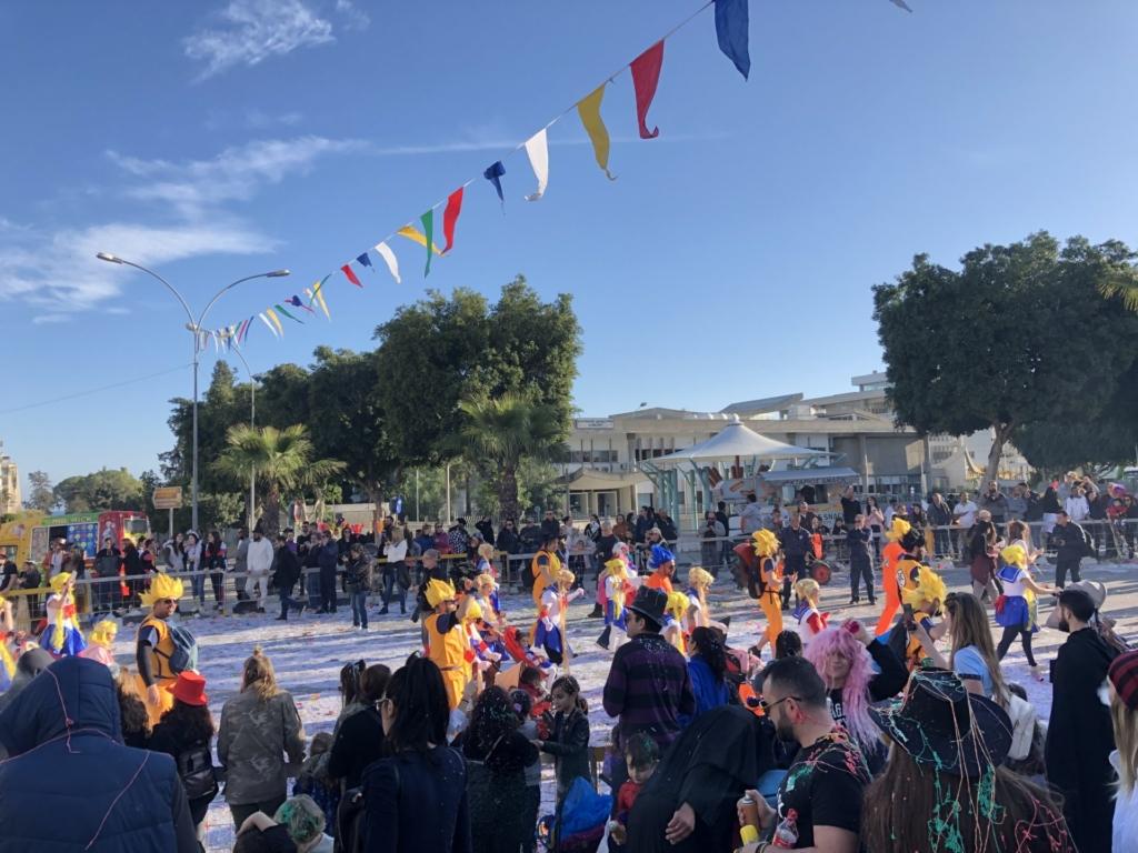 キプロスのリマソールのカーニバルのドラゴンボールの仮装