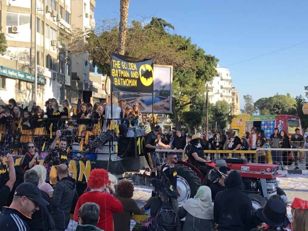 キプロスのリマソールのカーニバルのBATMANの仮装