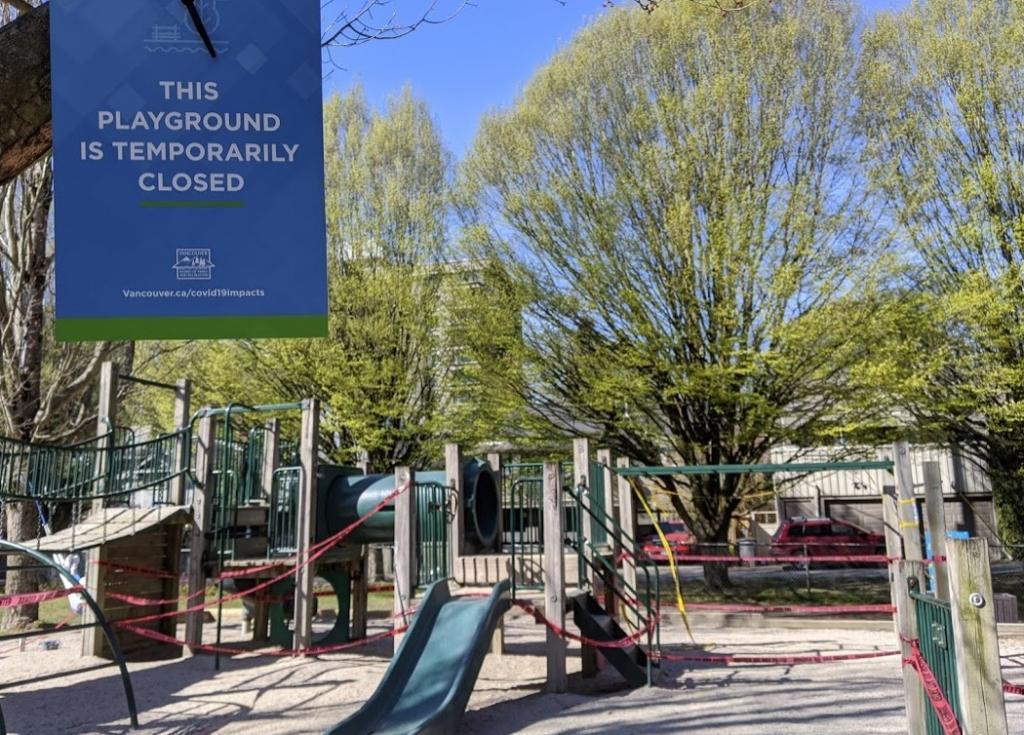 遊具禁止になった公園の様子