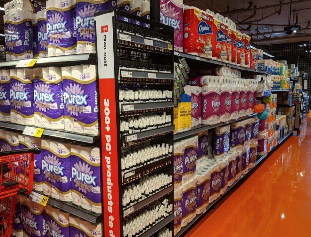 カナダのスーパーのトイレットペーパー棚